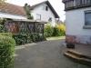 *Verkauft* Solide große Doppelhaushälfte mit tollem Garten und 2 Garagen in Babenhausen OT - Blick Richtung Garage