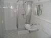 *VERKAUFT*  Dachgeschosswohnung mit Blick üb. Groß Zimmern - Reizvolle Architektur, mit Einbauküche - Weiterer Einblick ins Badezimmer