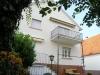 **VERKAUFT**  Großzügiges Einfamilienhaus mit Gartenparadies - Hintere Hausansicht mit Balkon