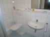 **VERKAUFT**  Großzügiges Einfamilienhaus mit Gartenparadies - Modern und hell gefliestes Duschbadezimmer im Obergeschoss