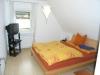 **VERKAUFT**  Leben am Naturschutzgebiet! Tolles modernes Einfamilienhaus in bevorzugter Lage von Sulzbach - Eines der Schlafzimmer