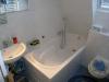 **VERKAUFT**  Leben am Naturschutzgebiet! Tolles modernes Einfamilienhaus in bevorzugter Lage von Sulzbach - Badezimmer mit Wanne im Obergeschoss