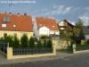 **VERKAUFT**  Leben am Naturschutzgebiet! Tolles modernes Einfamilienhaus in bevorzugter Lage von Sulzbach - Frontansicht des supergepflegten Anwesens