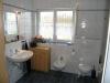 **VERKAUFT**  Hochwertige Doppelhaushälfte mit Einliegerwohnung, direkt in Schaafheim - Bad 1 im Obergeschoss (mit Dusche und Wanne)
