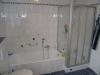**VERKAUFT**  Hochwertige Doppelhaushälfte mit Einliegerwohnung, direkt in Schaafheim - Weiterer Einblick ins Bad 1