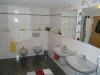 **VERKAUFT** Doppelhausperle in Feldrandlage m. Garage u. 2 Wohneinheiten. - Exklusive Ausstattung in Niedrigenergiebauweise - Weiterer Einblick in dieses tolle Badezimmer