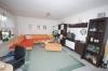 **VERKAUFT** Senioren und kleine Familien. TOP 3 Zimmer Wohnung mit Garten im ruhigen 4 Familienhaus - Einblick ins Wohnzimmer