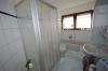**VERKAUFT** Senioren und kleine Familien. TOP 3 Zimmer Wohnung mit Garten im ruhigen 4 Familienhaus - Badezimmer mit Wanne und Dusche