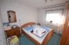 **VERKAUFT** Senioren und kleine Familien. TOP 3 Zimmer Wohnung mit Garten im ruhigen 4 Familienhaus - Schlafzimmer 1