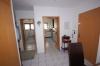 **VERKAUFT** Senioren und kleine Familien. TOP 3 Zimmer Wohnung mit Garten im ruhigen 4 Familienhaus - Flurbereich mit Blick Richtung Badezimmer/Küche