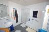 **VERKAUFT**  Immobilientraum in Babenhausen. 10 Jahre JUNG, ideal für die kinderreiche Familie. In absoluter Spitzen Feldrandlage !!! - Tageslichtbad mit Dusche und Wanne