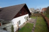 **VERKAUFT**  Ein Haus für 2 Generationen mit Ausbaureserven. mit 2 großen Garagen und 812 m² großem Grundstück !!! - Blick Nebengebäude