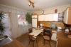 **VERKAUFT** 3 Familienhaus im anerkannten Erholungsort mit riesigem Garten ! - Blick in eine Küche