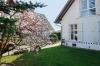 **VERKAUFT** Schickes Landhäuschen mit Wintergarten - großes Grundstück - ideal für Hundebesitzer ..... - Blick in den Garten
