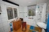 **VERKAUFT** Schickes Landhäuschen mit Wintergarten - großes Grundstück - ideal für Hundebesitzer ..... - Tageslichtbad mit Dusche u. Wanne