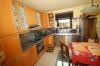 **VERKAUFT**  3 Familienhaus - vielseitig nutzbar - zum Preis einer DHH. - Blick in die Küche (Haus 1)