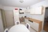 **VERKAUFT**  3 Familienhaus - vielseitig nutzbar - zum Preis einer DHH. - Blick in die Küche (Haus 2)