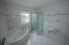 **VERKAUFT**  Familienhaus mit 4 Schlafzimmern, hell, modern und geräumig !!! - Tageslichtbad mit Dusche u. Wanne
