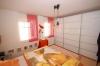 **VERKAUFT** Hochwertig ausgestattete SAHNE ETW im Feng Shui-Stil. - mit 2 Tiefgaragenstellplätzen u. Balkon - Weiterer Blick ins Schlafzi.
