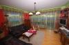 **VERKAUFT**  2 Familienhaus mit 750 m² Grundstück. - Wohnzimmer (OG) mit Parkettboden