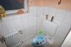 **VERKAUFT**  2 Familienhaus mit 750 m² Grundstück. - Eines von 2 Gäste - WC