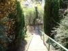 **VERKAUFT**  Sonniges 1-2 Familienhaus mit Blick in Feld und Wiesen - Treppe Richtung weiterer Garten