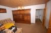 **VERKAUFT**  Sonniges 1-2 Familienhaus mit Blick in Feld und Wiesen - Wohnzimmer (Parterre)