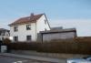 **VERKAUFT**DIETZ:  2 Fam-Haus im Herzen von Eschborn  -- Auch zum wohnen und arbeiten ! - Seitenansicht Haus & Grundstück