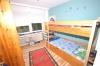 **VERKAUFT** 3 Familienhaus mit 3 Garagen in ruhiger Lage  - ideal für Kapitalanleger - oder auch den Eigennutzer - - Kinderzimmer (EG) OG identisch
