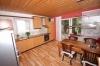 **VERKAUFT** 3 Familienhaus mit 3 Garagen in ruhiger Lage  - ideal für Kapitalanleger - oder auch den Eigennutzer - - Küche (EG) OG mit Balkon
