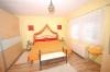 DIETZ:**VERKAUFT**Gelegenheit***Top modernisiertes 1-2 Familienhaus, mit Platz für all Ihre Hobbys !!! - Blick in ein Schlafzimmer