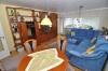 **VERKAUFT**DIETZ:  TOP ausgestattete 2 Zi. Eigentumswohnung in gepflegtem Mehrfamilienhaus. - Blick in Wohn- / Essbereich
