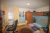 **VERKAUFT**DIETZ:  Freistehendes Wohnhaus mit Nebengebäuden u. Garage  -- viele Räumlichkeiten für viele Nutzungsarten. - Schlafzimmer 3