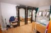 **VERKAUFT**DIETZ: Solides 2 Familienhaus in S-Bahnnähe (gepflegt) - Schlafzimmer 2 (Wohnung OG)