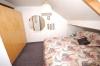 **VERKAUFT**DIETZ: Solides 2 Familienhaus in S-Bahnnähe (gepflegt) - Schlafzi. 4 (Wohnung OG)