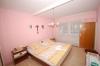 **VERKAUFT**DIETZ:  Kleines Einfamilienhaus mit Scheune! - Blick in ein Schlafzi. (von 3-4)