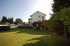 **VERKAUFT**DIETZ:  Ein Eigenheim zum Superpreis- für geschickte Hände !!!  Mit Garage, Carport und Garten - Hausansicht vom Garten aus