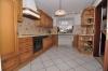 **VERKAUFT**DIETZ: XXL-Einfamilienhaus für die Großfamilie in zentraler  bevorzugter Lage mit Terrasse, 2 Balkonen, Garten und Garage - Blick in Küche (EG)
