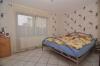 **VERKAUFT**DIETZ: XXL-Einfamilienhaus für die Großfamilie in zentraler  bevorzugter Lage mit Terrasse, 2 Balkonen, Garten und Garage - Schlafzimmer 4 (EG)