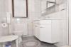 **VERKAUFT**DIETZ: Modernisiertes 1-2 Familienhaus mit Wintergarten, großem Garten und Doppelgarage! - Badezimmer 1 von 2