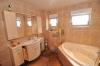 **VERKAUFT**DIETZ: Freistehendes modernisiertes Einfamilienhaus mit  Garten, Nebengebäude und Garage! - Bad mit Whirlpool-Wanne