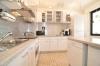 **VERKAUFT** DIETZ: Modernisiertes 2 Familienhaus auf pflegeleichtem Grundstück! Ruhig UND zentrumsnah! - Blick in die Küche (OG)