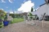 **VERKAUFT**DIETZ:  Bungalow mit kleiner Einliegerwohnung im Souterrain - Terrasse und Gartenansicht