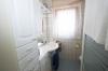 **VERKAUFT**DIETZ: Modernisiertes Einfamilienhaus mit traumhaftem Garten - Tageslichtbad 1 im EG
