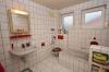 DIETZ: Kleines Einfamilienhaus in ruhiger Lage von Hainburg - Klein-Krotzenburg - Tageslichtbad mit Wanne