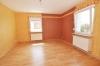**VERKAUFT**DIETZ: TOP modernisiertes 3 Familienhaus mit Vollwärmeschutz, Garten, Nebengebäude und vielem mehr - Wohnzimmer (Whg 2)