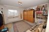 **VERKAUFT**  DIETZ: Modernisiertes 2 - 3 Familienhaus mit Doppelgarage, großem sonnigen Garten, Keller, uvm... - Schlafzimmer 2 (EG)