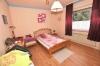 **VERKAUFT**  DIETZ: Modernisiertes 2 - 3 Familienhaus mit Doppelgarage, großem sonnigen Garten, Keller, uvm... - Schlafzimmer 2 (OG)