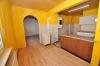 **VERKAUFT**DIETZ: Freistehendes teilmodernisiertes Stadthaus mit vielen Erweiterungsmöglichkeiten und großem Garten! - Blick in die Wohnküche