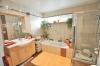 **VERKAUFT**DIETZ: Modernisiertes Haus mit Blick auf Wald und Wiesen Ideal für eine größere Familie - oder für 2 Generationen! - TGL-Bad mit Wanne u. Dusche